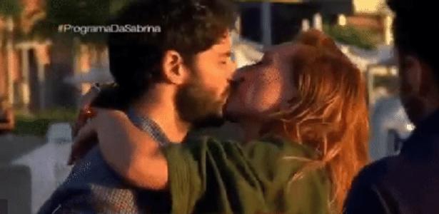 Duda Nagle faz surpresa para a namorada Sabrina Sato, em Beirute, no Líbano - Reprodução/TV Record