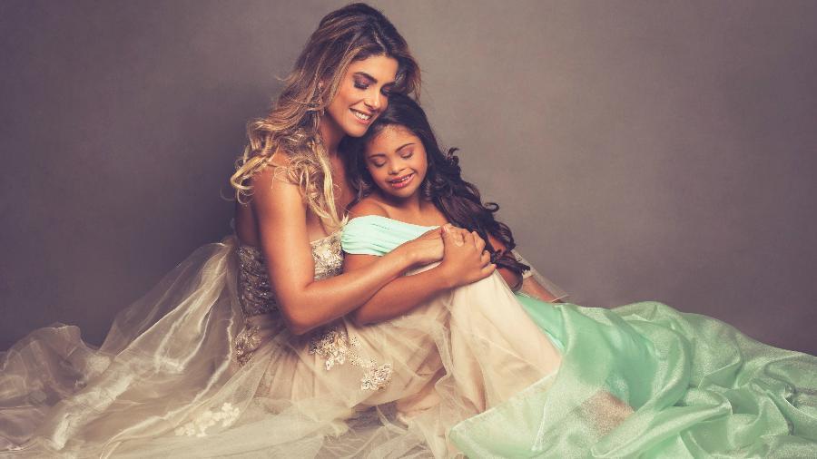 Isabella Bittencourt e a filha Ivy fizeram um ensaio fotográfico sobre a paixão da menina pela dança - Nila Costa/Divulgação