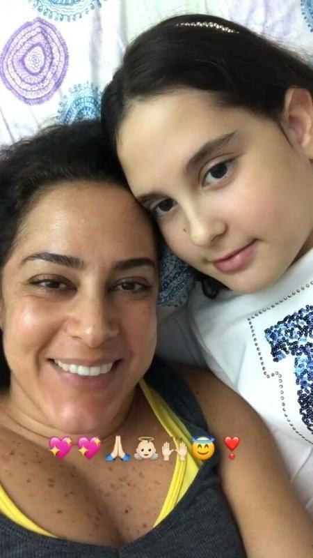 Silvia Abravanel anuncia que receberá alta hospitalar em vídeo ao lado da filha Amanda - Reprodução/Instagram/silviaabravanel