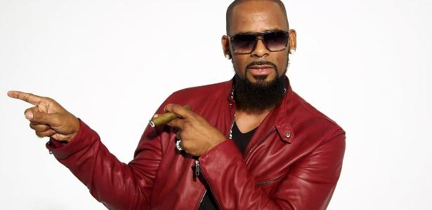 "O cantor americano R. Kelly, do hit ""I Believe I Can Fly"""