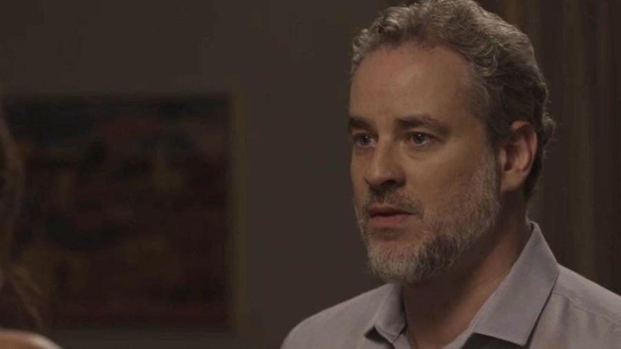 Eugênio (Dan Stulbach) é confrontado e assume para Joyce (Maria Fernanda Cândido) que é o pai do filho de Irene (Débora Falabella) - Reprodução/GShow/A Força do Querer