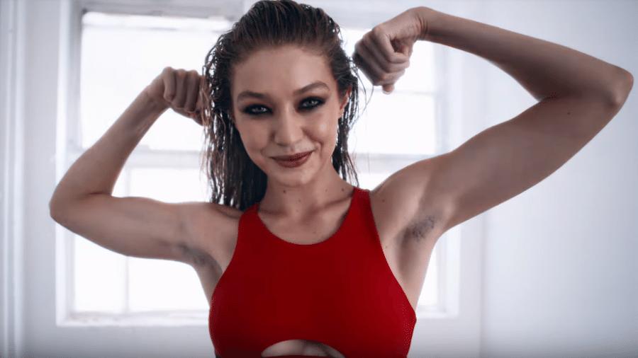 Gigi Hadid para o calendário do advento da revista LOVE - Reprodução/Youtube