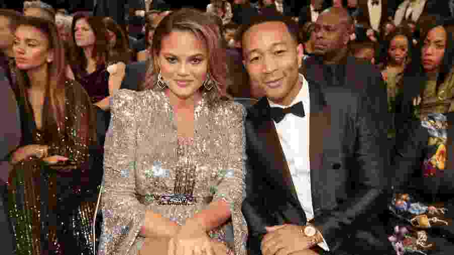 Chrissy Teigen e John Legend no Grammy Awards - Getty Images