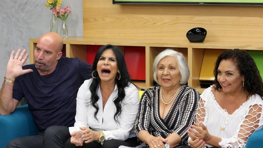 """Gretchen ao lado do marido, Carlos Marques, da mãe, Maria José, e da irmã, Deusilene, no lançamento do reality """"Os Gretchens"""" - Thiago Duran/AgNews"""