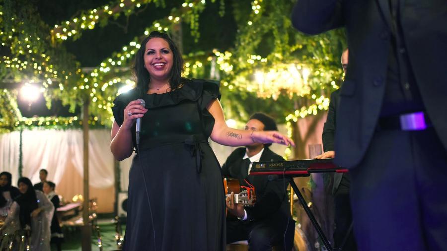 Loulwa é a 1ª mulher da Arábia Saudita com autorização oficial para cantar em público - Divulgação