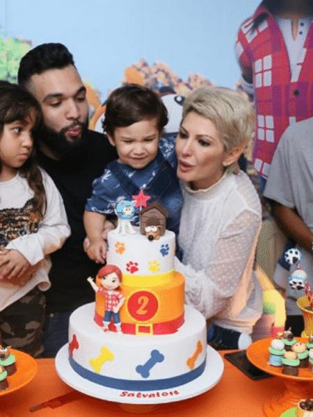 Jonathan Costa e Antonia Fontenelle comemoram aniversário de Salvatore. Maithe, filha de Jonathan, Samuel e Charlotte, filho e neta de Antonia, também marcaram presença - Reprodução/Instagram