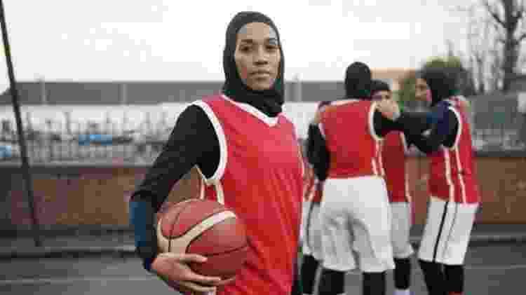 Asma Elbadawi diz que teme que as meninas nunca aprendam a gostar de seus corpos - BBC - BBC