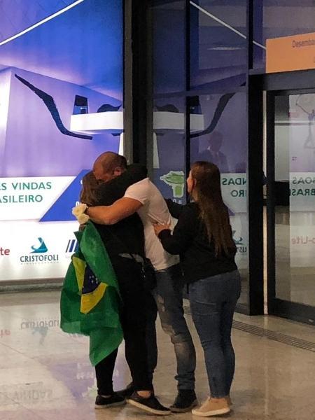 Kaysar reencontra família em Curitiba (PR) - Flávia Alves/UOL