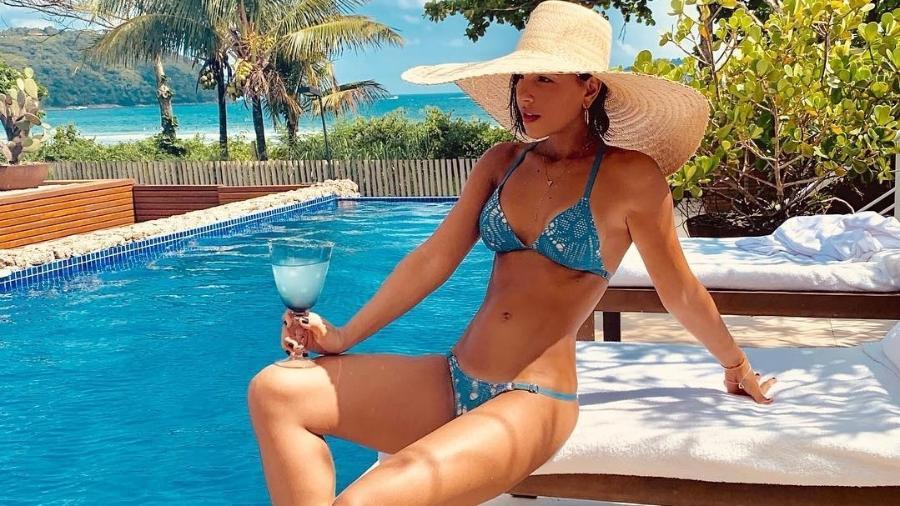 Mariana Rios à beira da piscina - Reprodução/Instagram