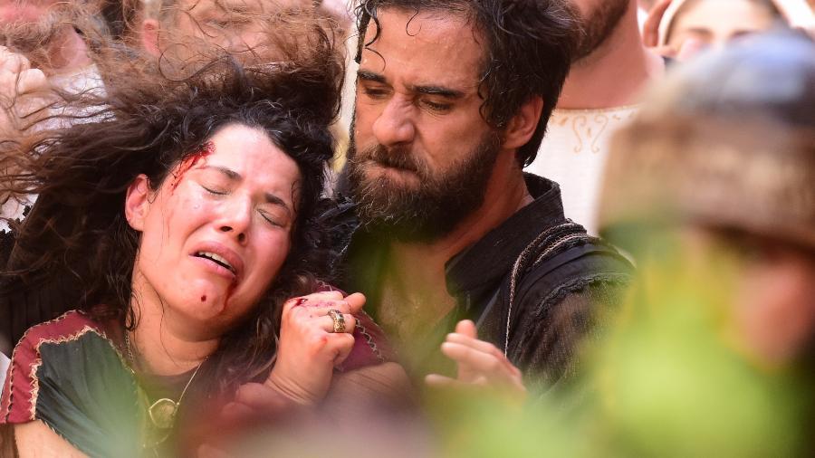"""Laila (Manuela do Monte) é agredida por Simão (Rafael Sardão) em """"Jesus"""" - Blad Meneghel/Record"""
