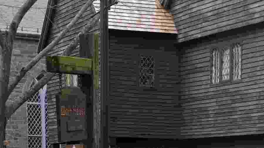 """Edificação de Salem batizada de """"Witch House"""": cidade tem um passado envolvendo supostos casos de bruxaria - xeni4ka/Getty Images/iStockphoto"""