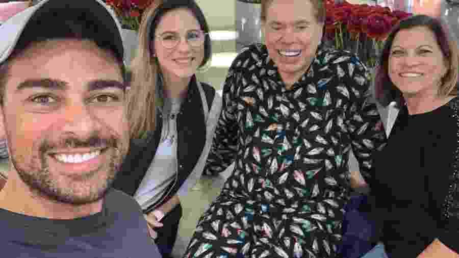De pijama num shopping em Orlando, Sílvio Santos é reconhecido por fãs  - Reprodução/Instagram