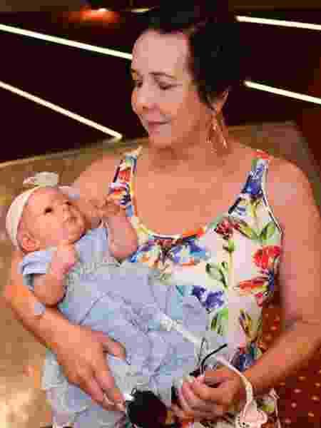 Suzana Santos produziu uma boneca realista de Laura, filha de Dudu Braga, neta de Roberto - Divulgação/ Filipi Dahrlan