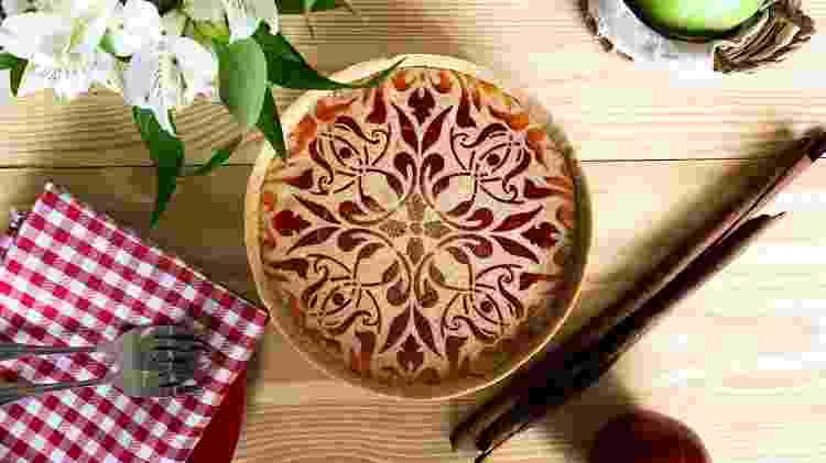 Torta da Biscoito Fino, finalizada com tinta comestível - Divulgação - Divulgação