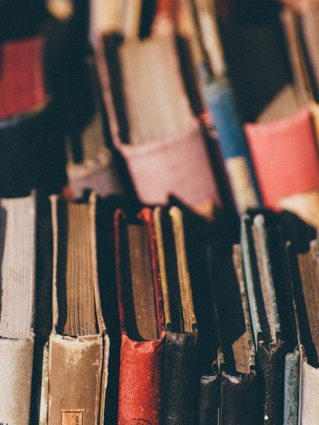 MEC burla regras para escolha de obras no programa do livro didático - Getty Images/EyeEm