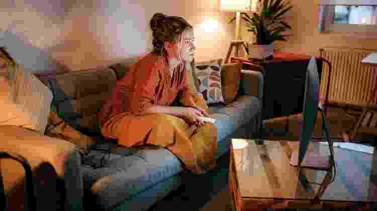 sofá; tedio; cansaço; zapear - iStock - iStock