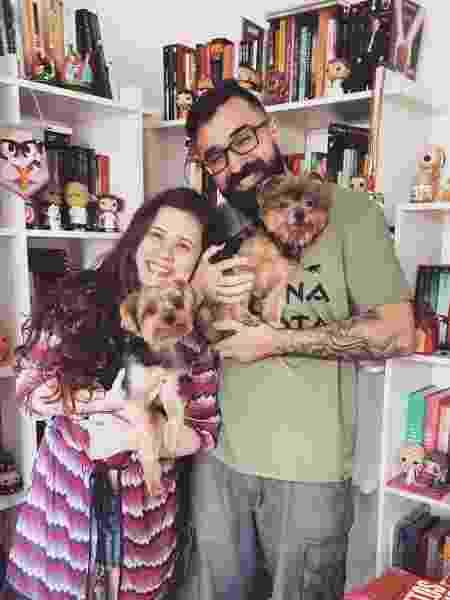 Marina e o marido José com os dois cachorros do casal - Arquivo pessoal - Arquivo pessoal