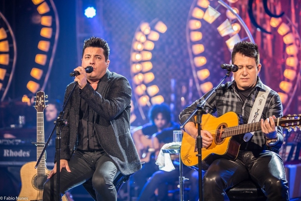 Bruno e Marrone cantam repertório do DVD