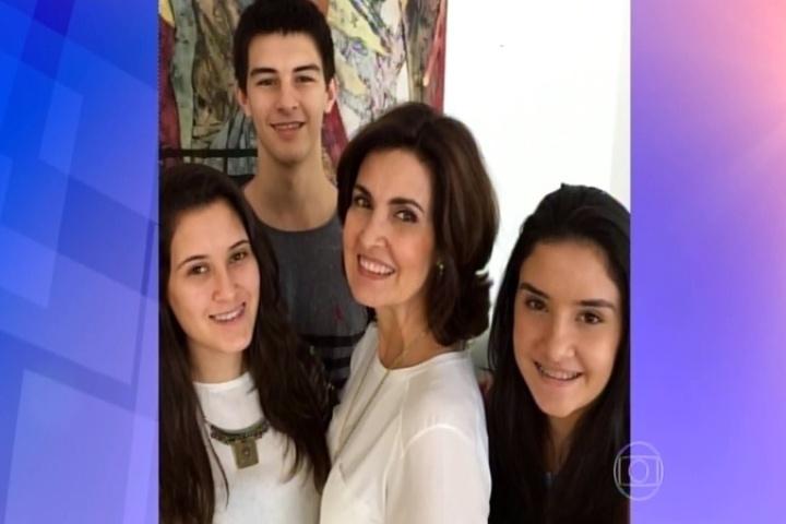 Fátima Bernardes com os filhos trigêmeos, que completam 18 anos nesta quarta (21)