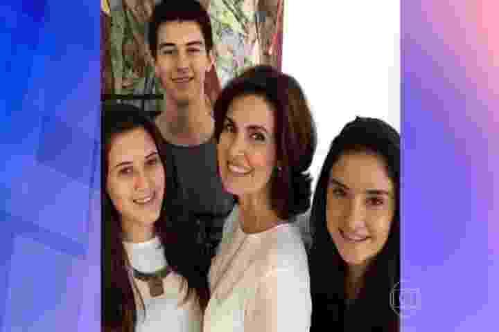 Fátima Bernardes com os filhos trigêmeos, que completam 18 anos nesta quarta (21) - Reprodução/TV Globo