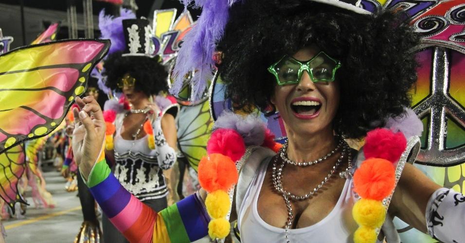6.fev.2016 - Ala circense no desfile da Nenê de Vila Matilde