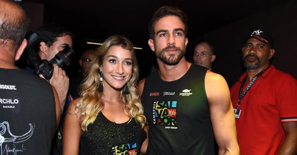 7.fev.2015 - Gabriela Pugliesi e o namorado Erasmo Viana curtem juntos o Carnaval de Salvador
