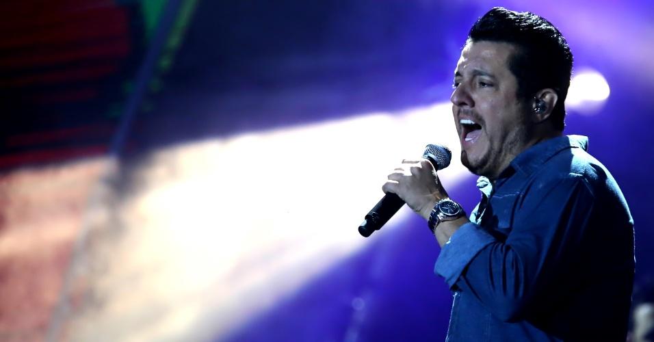 """11.set.2016 - Bruno, da dupla veterana Bruno e Marrone, toca clássicos à nova geração, como """"Amor de Primavera"""" e """"Choram as Rosas"""""""