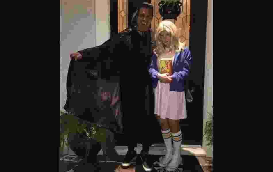 31.out.2016 - Carla Perez se veste de Eleven, de Stranger Things, para celebrar Halloween nos EUA - Reprodução / Instagram