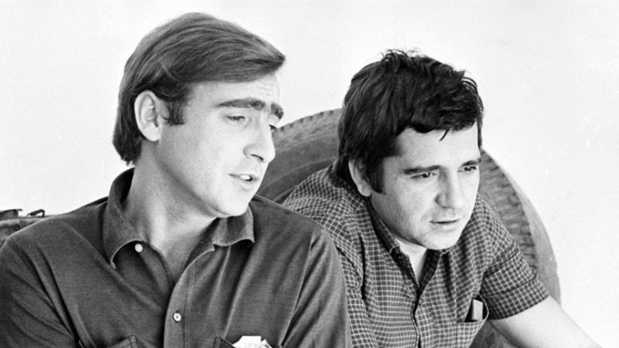 """Luiz Gustavo e Plínio Marcos em cena da novela """"Beto Rockfeller"""", Tupi, 1968/1969; escrita por Bráulio Pedroso, foi um divisor de águas, revolucionou o gênero criando um padrão para a telenovela brasileira seguido até hoje - Reprodução/TV Globo"""