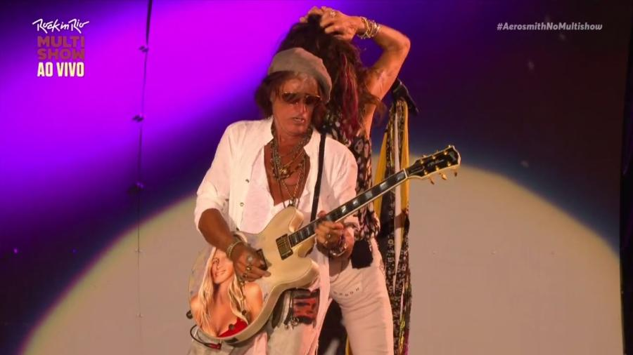 Joe Perry homenageia a mulher, Billie Perry, em sua guitarra durante show no Rock in Rio 2017 - Reprodução/Multishow