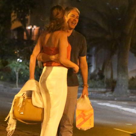 William Bonner é visto trocando carinhos com a fisioterapeuta Natasha Dantas - AgNews