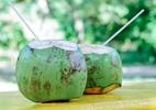 7 benefícios da água de coco e por que você deveria abusar da bebida - iStock