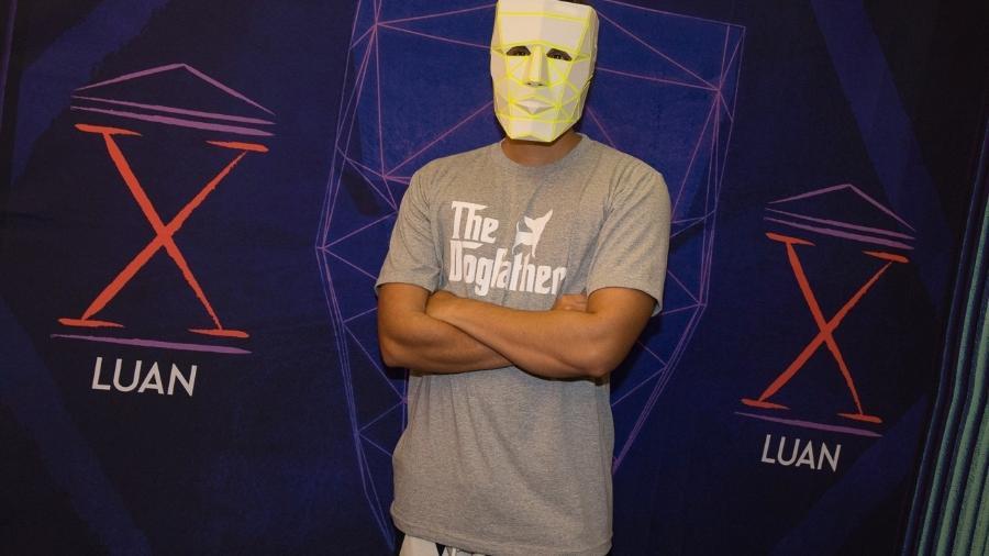 """Luan Santana estreia turnê """"Ano X"""" em São Paulo e intriga fãs com máscara - Francisco Cepeda/Ages"""