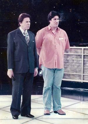 Fábio Galileu, manipulador do boneco Tunico e ex-parceiro de Ratinho, aparece ao lado de Silvio