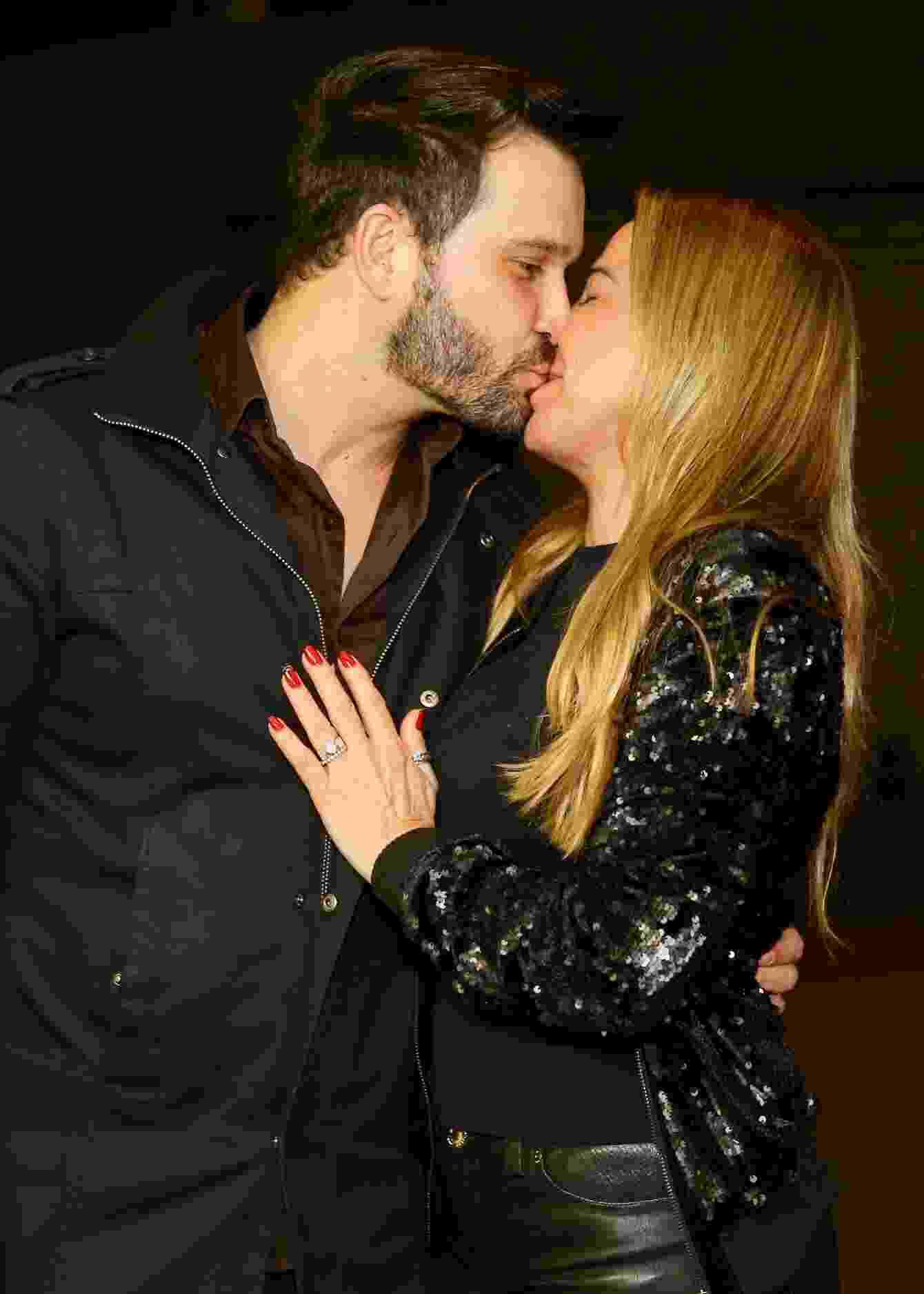 Marco Ruggiero e Zilu se beijam durante o Milkshake Festival, em São Paulo - Manuela Scarpa/Brazil News