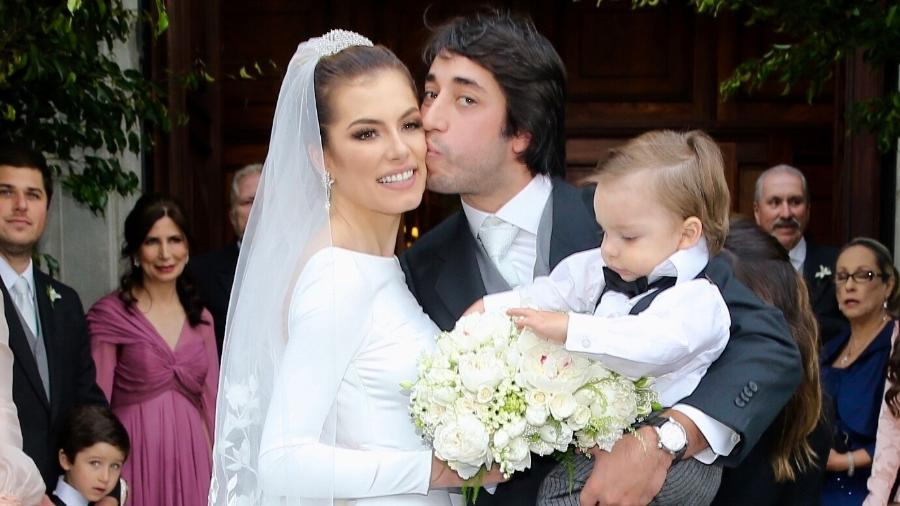 Bruna Hamú e Diego Moregola, acompanhados do filho, Julio, no casamento, em São Paulo - Manuela Scarpa/Brazil News