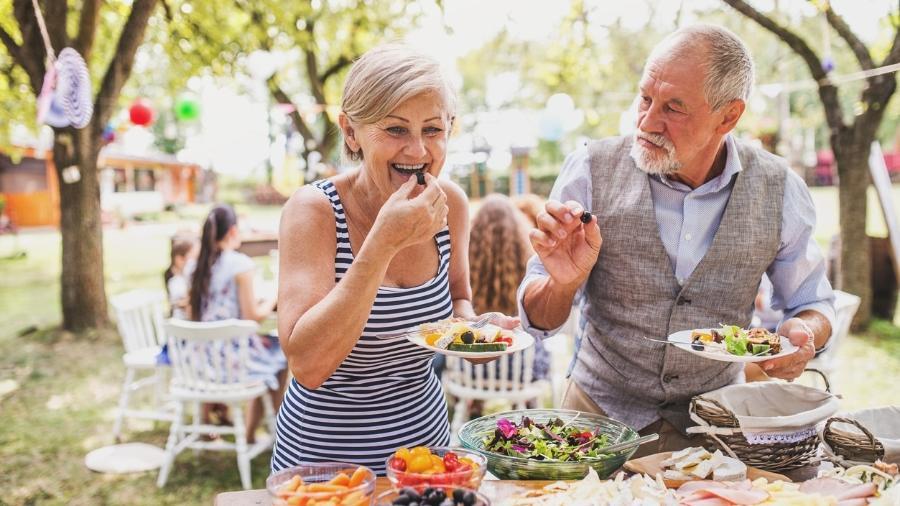 Comer bem é uma das chaves para chegar bem à terceira idade - iStock