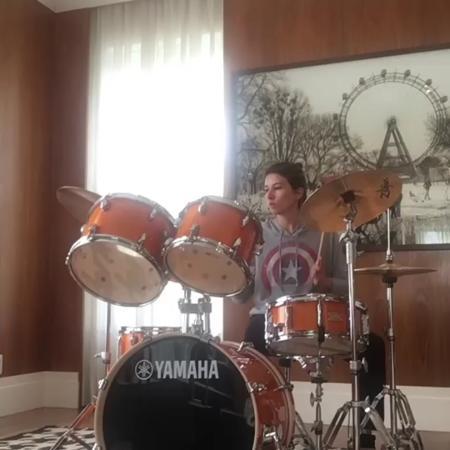 Rebeca Abravanel aprende a tocar bateria - Reprodução/Instagram/rebecaabravanel