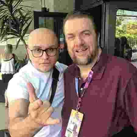 Brasileiro Mike Deodato Jr. (esquerda), em foto ao lado do também artista de quadrinhos Lee Weeks - Reprodução/Instagram