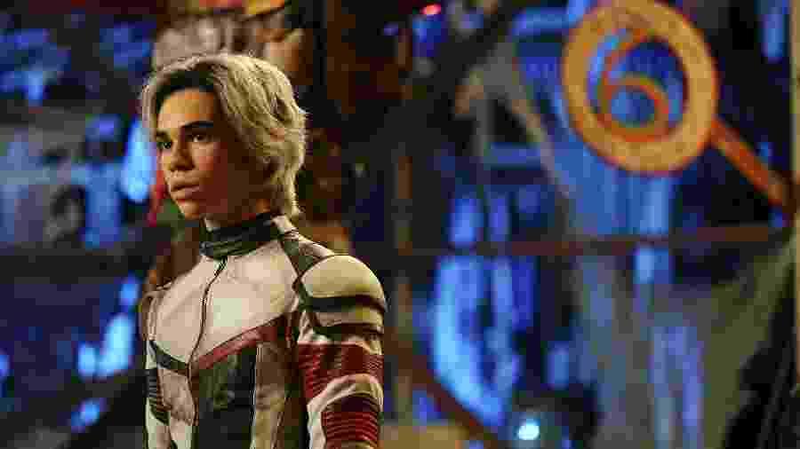 Cameron Boyce como Carlos De Vil em Os Descendentes 3 - Divulgação