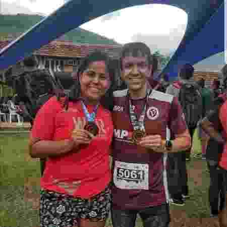 Daniel e a esposa Juliana amam praticar corrida e viajam juntos para participar de provas  - Arquivo pessoal