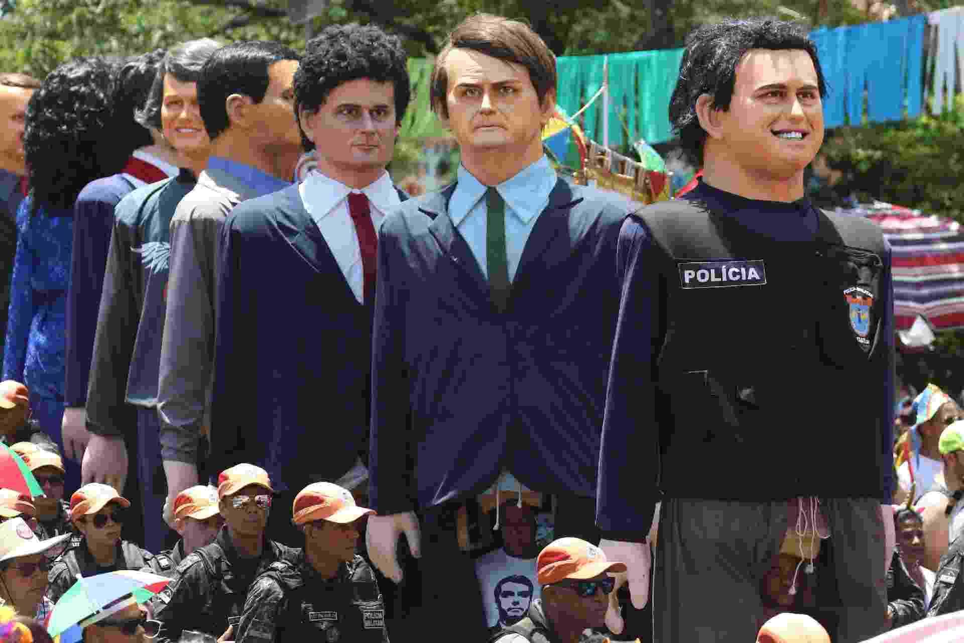 Apoteose dos Bonecos Gigantes da Embaixada de Olinda e Recife, hoje, mostra versões de Jair Bolsonaro, Sergio Moro e outras personalidades -  MARLON COSTA/FUTURA PRESS/ESTADÃO CONTEÚDO