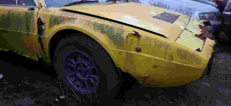 Especialistas estimam o custo para devolver à vida Dino 208 GT4 1975 que apodrece há 14 anos em Santo André (SP) após ser apreendida; não é barato - Amanda Perobelli/UOL