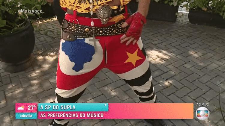 A calça de Supla, estampada com a bandeira de São Paulo - Reprodução/Globoplay - Reprodução/Globoplay