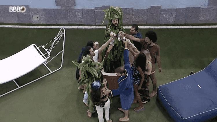 BBB 21: Brothers ganham bebida durante madrugada - Reprodução/Globoplay - Reprodução/Globoplay