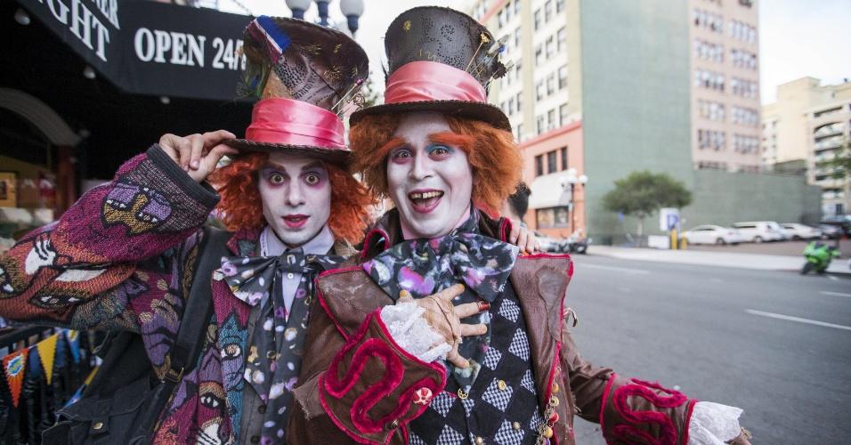 """9.jul.2015 - Participantes da Comic-Con se vestem de Chapeleiros Malucos, personagem de """"Alice no País das Maravilhas"""""""
