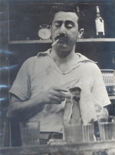 O ator João Restiffe em cena da primeira novela brasileira que teve gravações externas, na década de 50