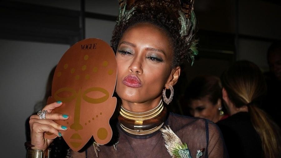 28.jan.2015 - Rainha do Baile da Vogue 2016, Taís Araújo posa para fotos na sua chegada ao evento, que aconteceu na noite desta quinta-feira - AgNews