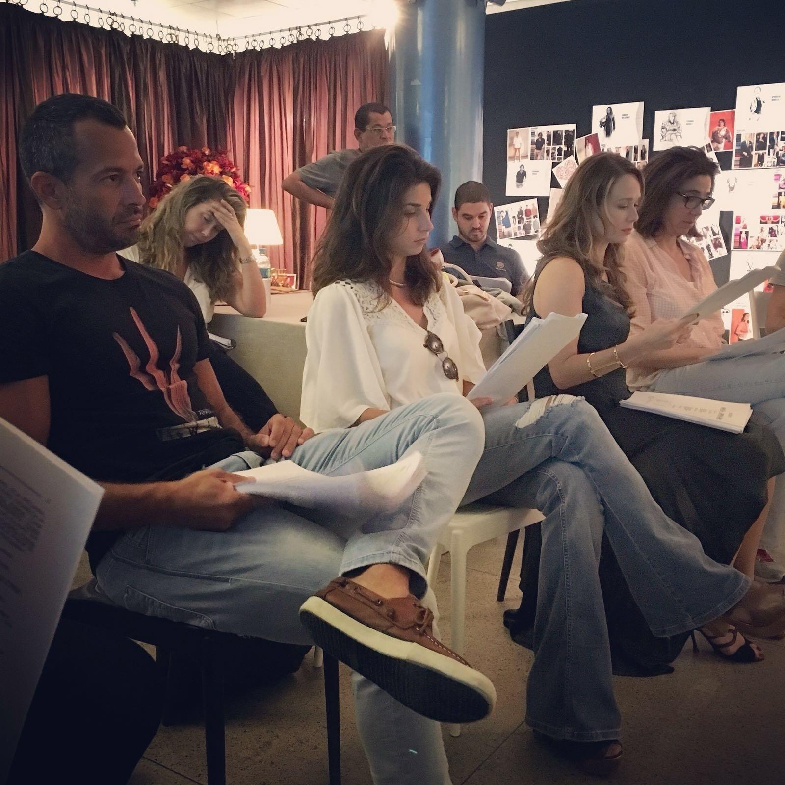 Malvino Salvador, Chandelly Braz, Mariana Ximenes e Marisa Orth em leitura de