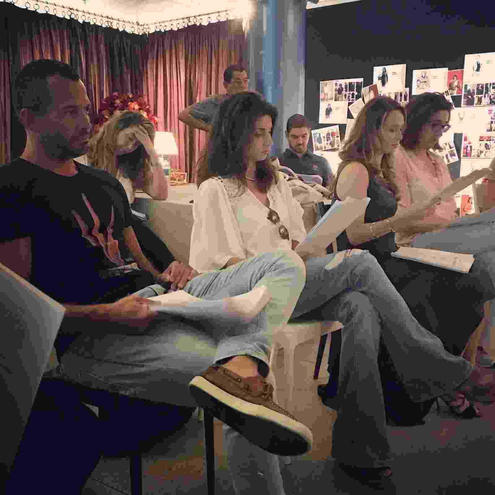 """Malvino Salvador, Chandelly Braz, Mariana Ximenes e Marisa Orth em leitura de """"Haja Coração"""" no Projac - Divulgação"""